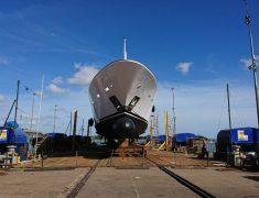 Trafalgar-Shipyard-Tacanuya-2-on-lift-showing-rails